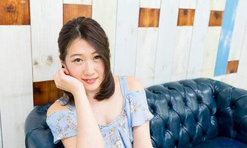 桐奈々瀬さんの私服ポートレート